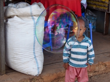 KY007 Khaled Youssef Make Bubbles not War Photograph